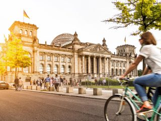 Bulli Reise Berlin Hanggtime - Bundestag