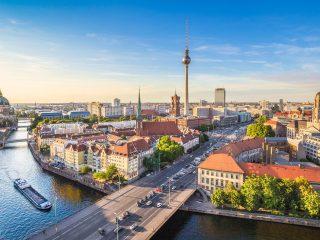 Bulli Reise Berlin Hanggtime Skyline