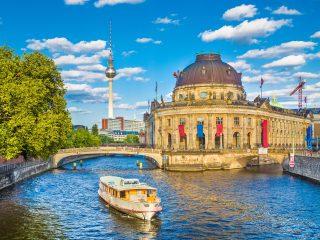 Bulli Reise Berlin Hanggtime - Museumsinsel