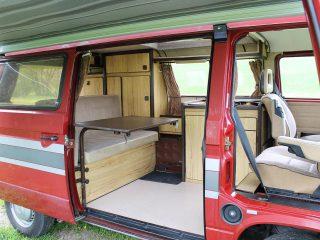 Hanggtime roter Cathago VW T3 Innenausbau