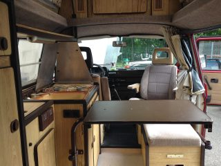 Hanggtime Roter VW T3 Innenraum